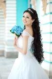 Braut mit Blumen Stockbild