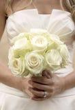 Braut mit Blumenblumenstrauß Stockfotos