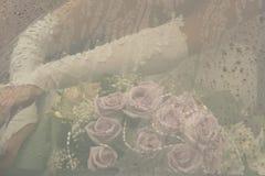 Braut mit Blumenstrauß Lizenzfreie Stockfotografie