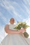 Braut mit Blumenstrauß lizenzfreie stockbilder