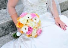Braut mit Blumenstrauß Stockbilder