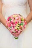 Braut mit Blumenstrauß Stockfoto