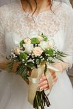 Braut mit Blumenstrauß, Nahaufnahme Lizenzfreie Stockbilder