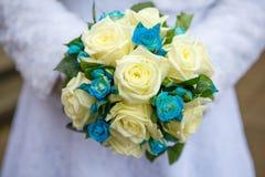 Braut mit Blumenstrauß, Nahaufnahme lizenzfreies stockfoto