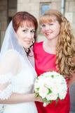 Braut mit Brautjungfer zusammen Lizenzfreies Stockfoto