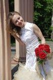 Braut mit einem Blumenstrauß Lizenzfreie Stockfotografie