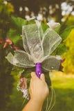Braut mit einem schönen Blumenstrauß Stockfoto