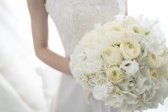 Braut mit einem schönen Blumenstrauß Lizenzfreies Stockbild