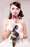 Braut mit einer Rose Stockbild