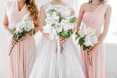 Braut mit Freunden Stockfotos