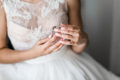 Braut mit Freunden Stockbild