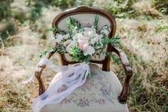 Braut mit Freunden Lizenzfreie Stockfotos