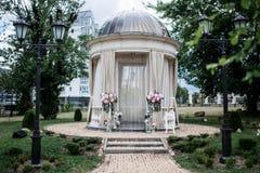 Braut mit Freunden Stockbilder