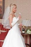 Braut mit Glas Lizenzfreies Stockbild