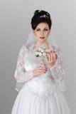 Braut mit Hochzeitsblumenstrauß Lizenzfreie Stockbilder