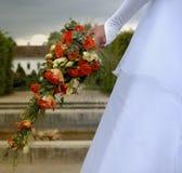 Braut mit ihrem boquet lizenzfreies stockfoto