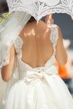 Braut mit Regenschirm Stockfotos