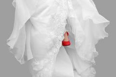 Braut mit roten Schuhen Stockfoto