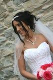 Braut mit Schleier und Blumenstrauß Stockfotos