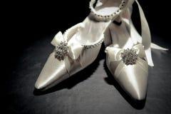 Braut \ 's-Schuhe Stockfotos