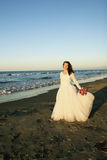 Braut am Sonnenuntergang stockfoto