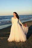 Braut und Blumen lizenzfreie stockfotografie