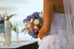 Braut und Blumenstrauß Lizenzfreie Stockfotos