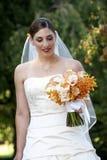 Braut und Blumenstrauß - Hochzeitsserie lizenzfreies stockfoto