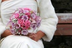 Braut und bouqet Stockfotografie