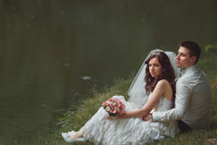 Braut und Bräutigam an Lizenzfreie Stockbilder