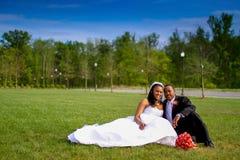 Braut und Bräutigam auf Hochzeitstag Lizenzfreie Stockfotos
