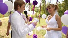 Braut und Bräutigam auf Hochzeitszeremonie stock video
