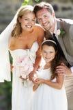 Braut-und Bräutigam-With Bridesmaid At-Hochzeit Stockbilder