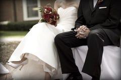 Braut und Bräutigam an der Hochzeits-Zeremonie Stockfotos