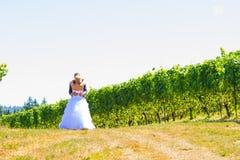 Braut und Bräutigam First Look Lizenzfreies Stockfoto