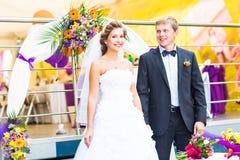 Braut und Bräutigam am Hochzeitsempfang stockfoto