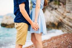 Braut-und Bräutigam-Holding-Hände Lizenzfreies Stockbild