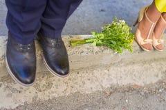 Braut und Bräutigam Legs Stockbild