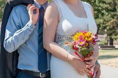 Braut und Bräutigam zusammen lizenzfreie stockbilder