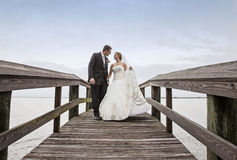 Braut- und Bräutigamgehen Lizenzfreies Stockbild