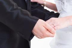 Braut- und Bräutigamholdinghand Stockfotografie