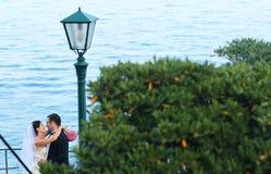 Braut- und Bräutigamliebe Lizenzfreie Stockbilder