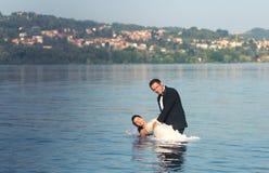 Braut- und Bräutigamliebe Stockbilder