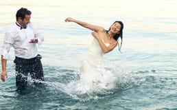 Braut- und Bräutigamliebe Lizenzfreie Stockfotos