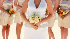 Braut und Brautjunfern Stockfotografie