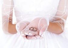 Braut- und Fingerring Lizenzfreie Stockbilder