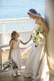 Braut und flowergirl. Lizenzfreie Stockfotografie