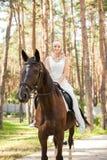 Braut und Pferd Stockfotografie