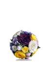 Brautblumenstrauß auf lokalisiertem Hintergrund mit Reflexion Stockfotos