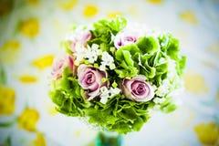Brautblumenstrauß mit den weißen und rosa Blumen Lizenzfreie Stockfotografie